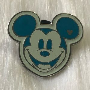 🔮 5/$25 Blue Mickey Mouse Disney Trading Pin